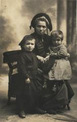 Ernestine,Eugénie et marie (2).jpg